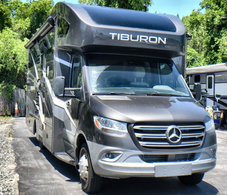 Driveby tourists RV - Thor Tiburon 24RW
